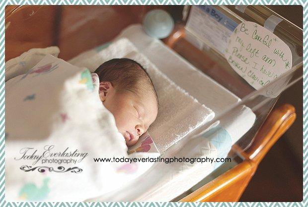 Morris, IL Newborn Hospital Photographer Ramos001