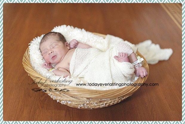 Morris, IL Newborn Hospital Photographer Ramos012
