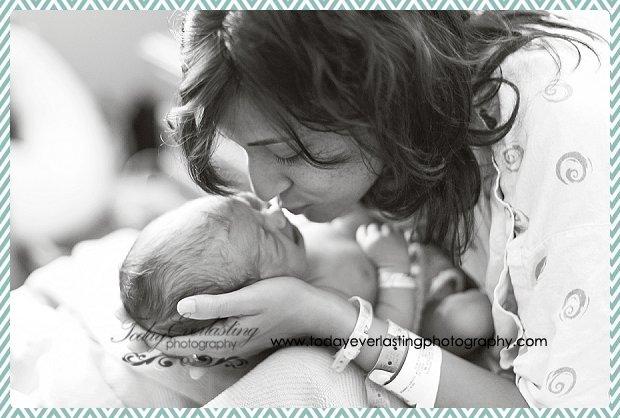 Morris, IL Newborn Hospital Photographer Ramos023