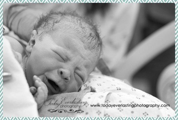 Morris, IL birth photographer Daniels BW 025