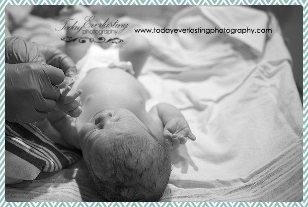 Morris, IL birth photographer Daniels BW 036