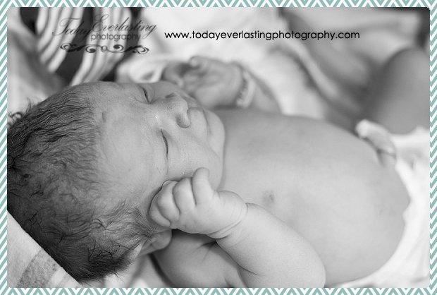 Morris, IL birth photographer Daniels BW 042