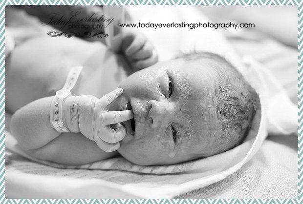 Morris, IL birth photographer Daniels BW 064