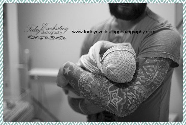 Morris, IL birth photographer Daniels BW 074