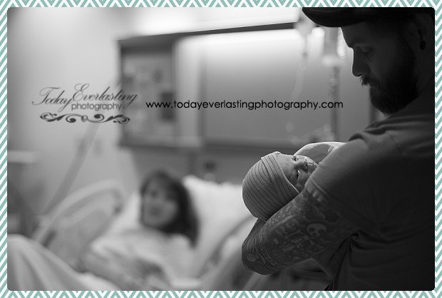 Morris, IL birth photographer Daniels BW 080
